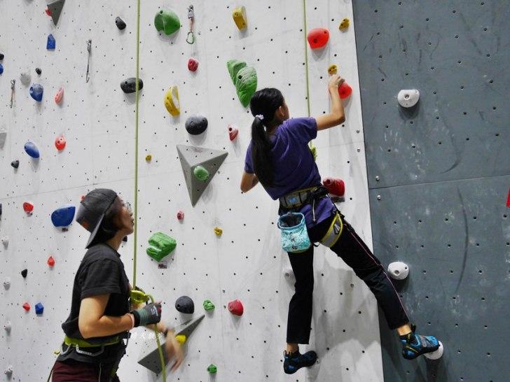 20190105135612 24 - 熱血採訪|第一次親子攀岩體驗就上手,台中約200坪空間的Dapro室內攀岩場