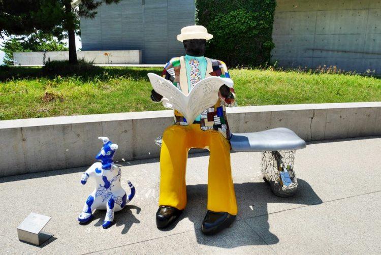瀨戶內海跳島親子遊|直島一日遊~倍樂生之家博物館 室外彩色雕塑作品好吸睛