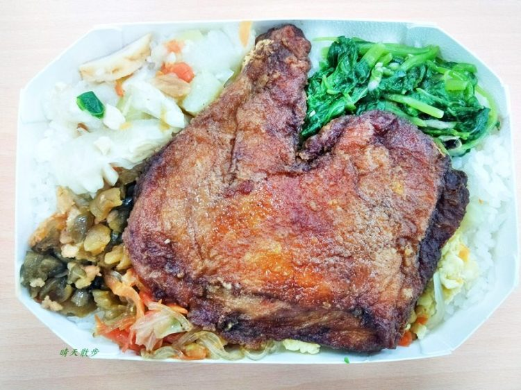 北區便當|老三的飯~一主菜四配菜便當   有二十幾種便當選擇好豐富