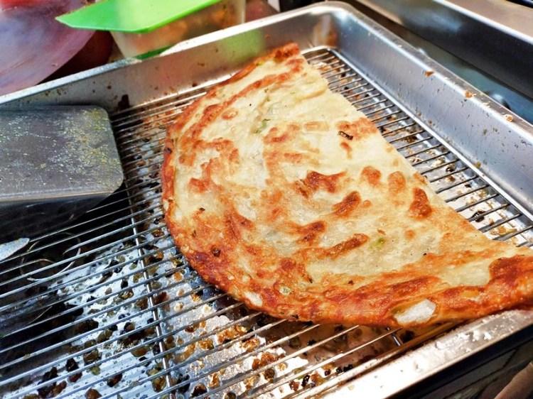 東興路美食|丹丹香蔥油餅東興店~外酥內Q層次豐富口味多 超大張現做蔥油餅 半張40元一張80元