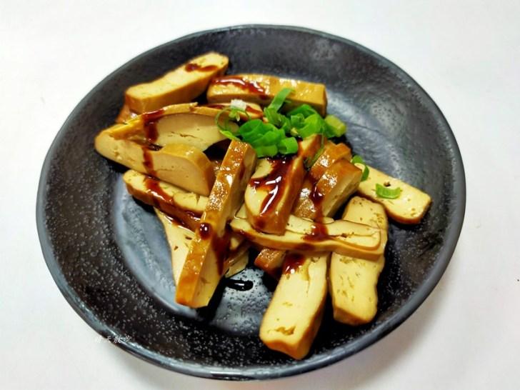 20200102111635 3 - 南屯美食|詹記正川味麵食館~各式麵食、酸辣湯餃、牛肉湯餃、小菜、滷味,選擇豐富,搭配酸菜很對味
