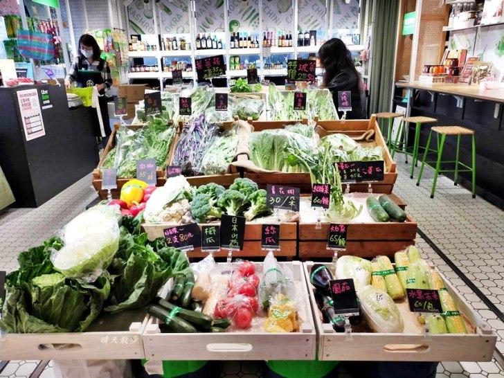 20200318074304 77 - 第六市場|日日青蔬~買菜吃滷味,金典綠園道裡的傳統市場,下雨買菜也方便!