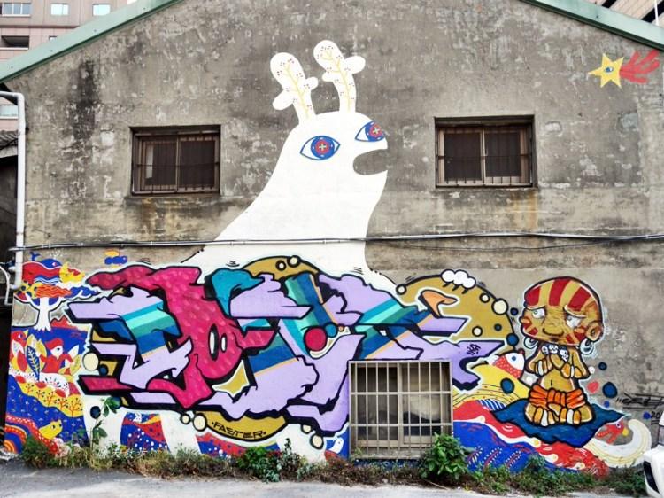 台中景點 忠明13鄰塗鴉社區~金典綠園道旁巷弄裡,可愛的生活塗鴉和恐龍、怪獸彩繪