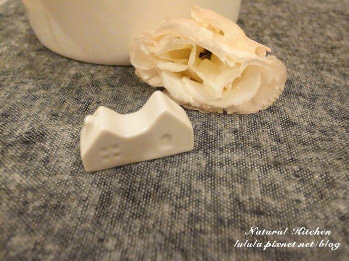 【雜貨】在Natural Kitchen買房囉~白色小屋筷架