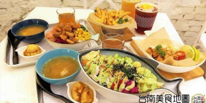 台南中西區美食│Serious Poke 台灣第一間新美式波客生魚飯♥¬♥!主食/配料/調味料/愛吃什麼自己選!每週變換菜色的商業午餐!天天至少五蔬果,新鮮美味超享瘦^Q^~