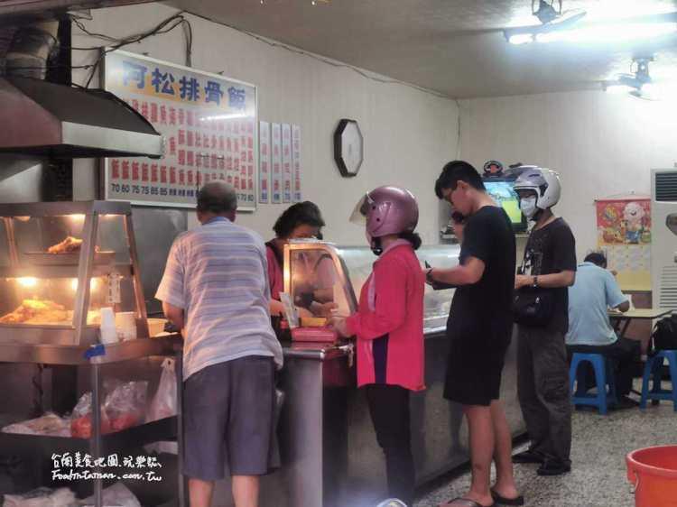 台南東區美食│沒人報過的東區關帝廳旁30年便當老店,排骨便當是必點,用餐時間人潮不斷