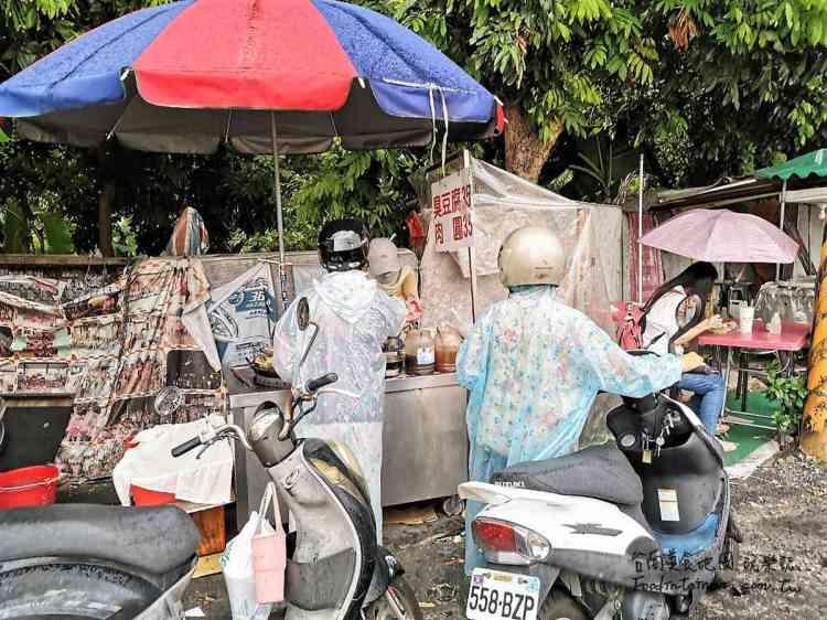 台南永康區美食│經營近30年,連下雨都要穿雨衣來買的臭豆腐
