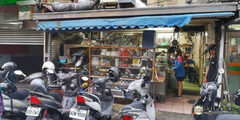 台南東區美食》只營業晚餐時間的「台南傳統米糕」,每到用餐時間就停滿機車和外帶內用人潮~
