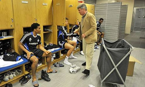 new-chelsea-manager-guus-001
