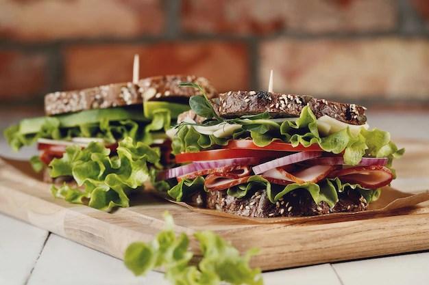 Sanduíche vegano com legumes