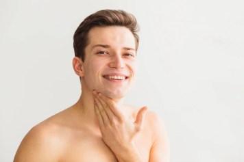Konzept mit attraktivem jungem mann rasieren | Kostenlose Foto