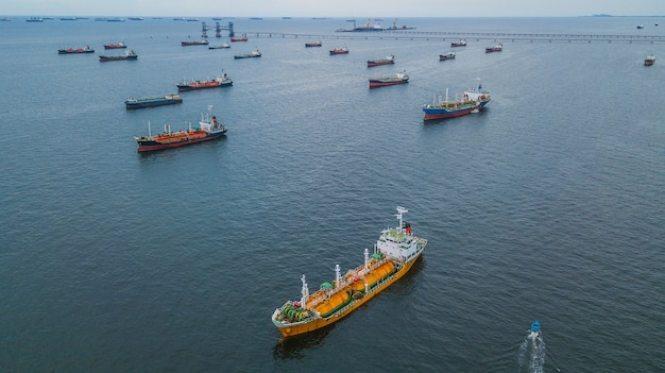 https://i2.wp.com/img.freepik.com/free-photo/aerial-view-oil-tanker-ship_35024-156.jpg?resize=665%2C373&ssl=1