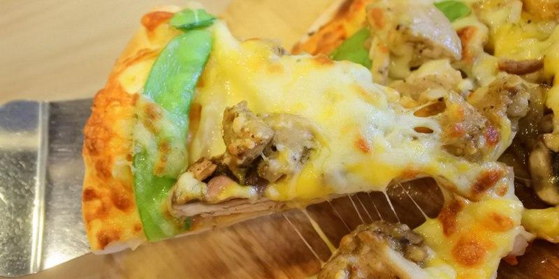 台南東區【Double Cheese 手工窯烤披薩】眾多披薩口味吃到飽.還有炸雞義麵沙拉飲品.聊天聚餐人氣餐廳/成功大學/外帶披薩