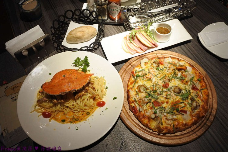 台南聚餐【米塔義式廚房】一整隻鮮美螃蟹端上桌.義大利麵X披薩X燉飯.薄皮披薩用料超實在