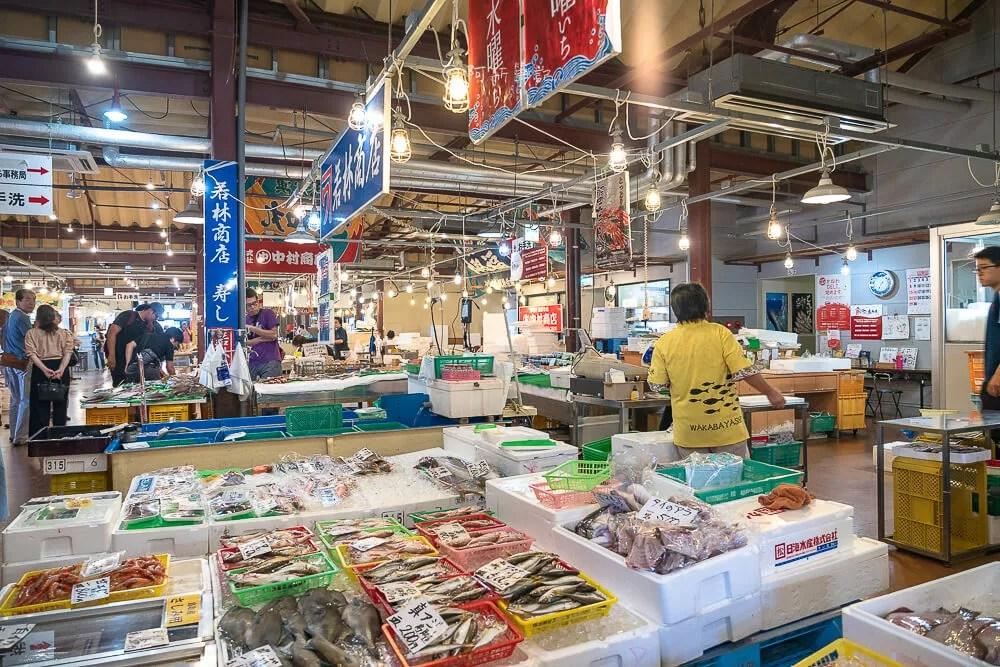 賀露港,鳥取賀露港,鳥取海鮮市場,鳥取海鮮,賀露港海鮮市場,鳥取旅遊,鳥取景點,鳥取自由行,日本旅遊,日本自由行