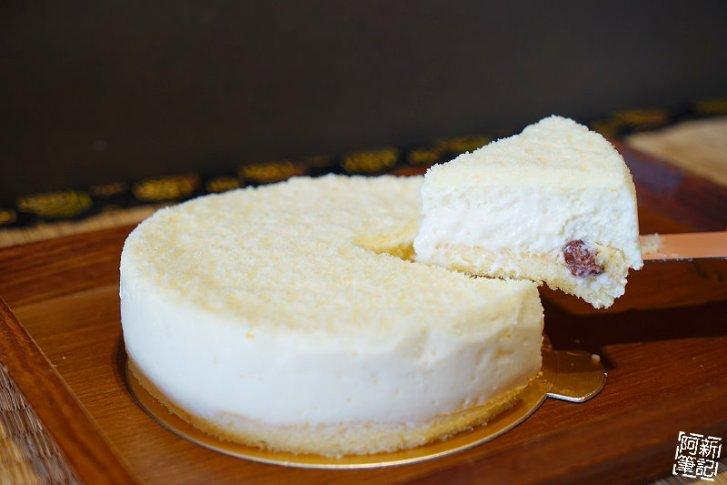 DSC08371 - 【熱血採訪】杏屋乳酪蛋糕|中秋月餅新創意,外層巧克力、內餡有蔓越莓、麻糬、鹹蛋黃等等,鹹甜、鹹甜好衝擊味蕾,好吃~