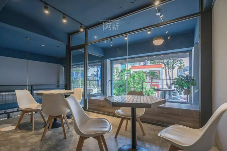 DSC07012 - Pluto Espressoria|台中南屯咖啡館,深藍色系搭寬敞空間,工業風環境超好拍。