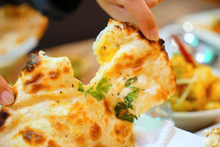 DSC00941 - 【熱血採訪】斯里瑪哈印度餐廳|隱藏公益路美食,道地印度料理超夠味,推薦印度蒜味烤餅、印式棒棒腿、蒜味羊肉咖哩~