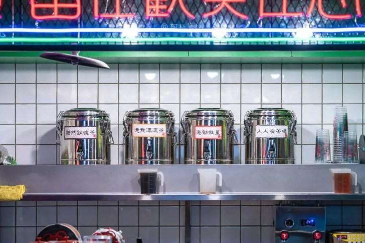 DSC01965 - 熱血採訪│港動吃鍋進軍老虎城,舊式復古香港味飄台中,第一次在茶餐廳吃鍋物,這裡太好拍