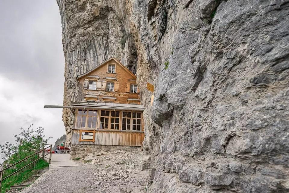 Berggasthaus Aescher,瑞士懸崖餐廳Berggasthaus Aescher Wildkirchli,瑞士懸崖餐廳,Berggasthaus Aescher Wildkirchli,瑞士山崖餐廳-38