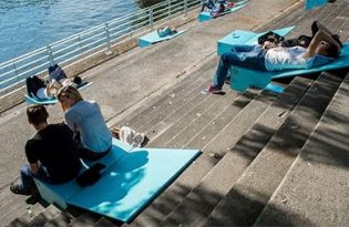 [裝置藝術]美國公園樓梯躺椅