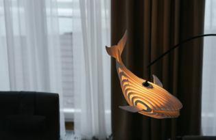 [家具設計]俄羅斯出品「鯨魚木作卡榫燈具」