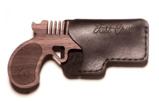 [創意設計]手槍胡桃木梳子