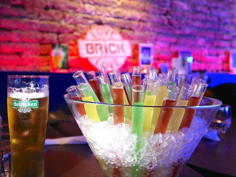 Brick磚塊:台南正興街慶生運動酒吧,慶生送試管酒|無菸lounge bar/百年老屋