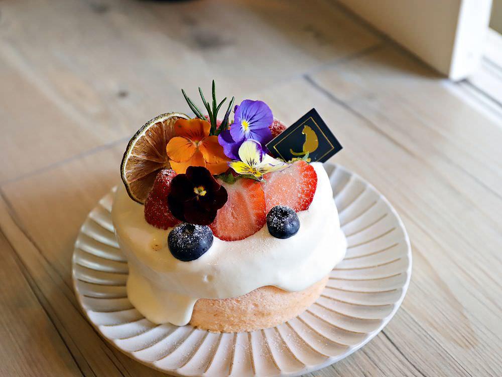 肥貓咖啡:隱藏在台南神農街內的文青咖啡店,季節限定!華麗的草莓戚風蛋糕,酸甜上市 台南甜點.貓咪咖啡店推薦