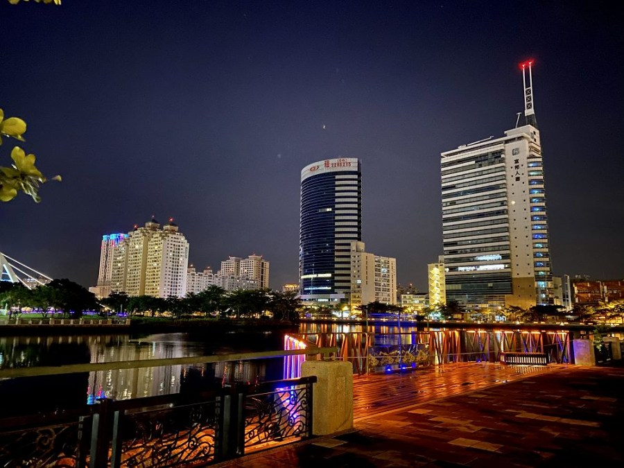 台南環河街廣場(廣8廣場)新樣貌,夜步金色河岸,好浪漫~讓你從河樂廣場一路逛來台南運河河畔!/台南環河街廣8水岸廊帶