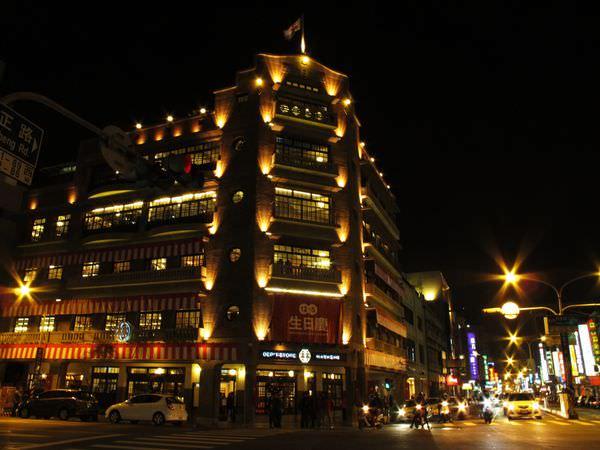 (台南旅遊。推薦)『林百貨』之 百貨公司裡有神社?! 台南第一間文創百貨公司 近百年的直轄市定古蹟 