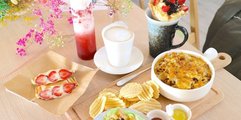 T&F 手作吐司-安平店|滿滿的冬季限定草莓吐司,隱身在滿室的乾燥花海中,讓你吃了莓開眼笑!