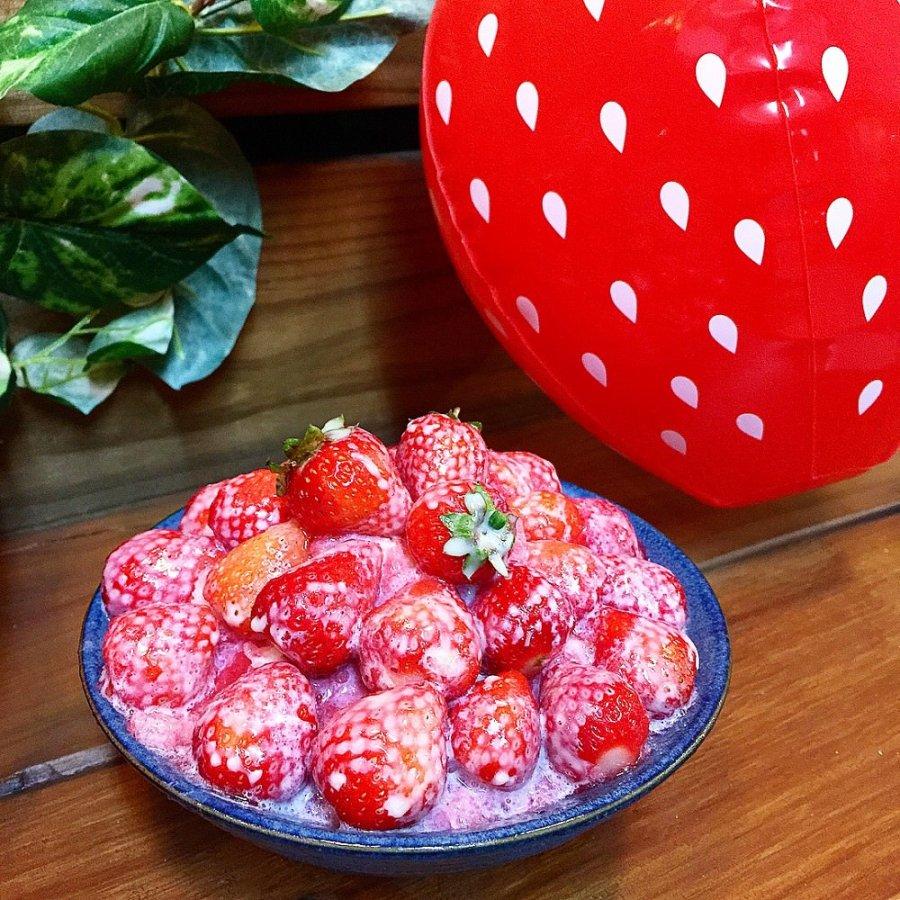 南泉冰菓室 安平運河旁的浮誇草莓冰,滿滿的草莓鋪蓋,酸甜少女心 今年冬季ig打卡熱點