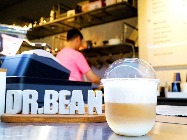 台南咖啡店推薦:立食咖啡Dr.Bean v2.0.安平巷弄的精品咖啡店,一次喝到多種精品咖啡的文青咖啡館|咖啡機.零件設計販售/台南咖啡師養成班