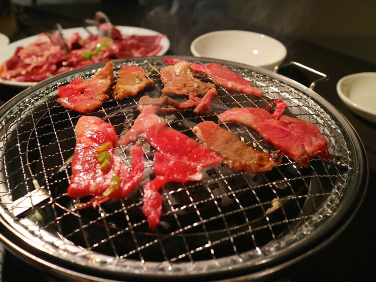 沖繩必吃燒肉:日本燒肉吃到飽推薦【燒肉五苑-小祿店】,不限時的吃到飽燒烤,讓你盡情吃肉吃到店家打烊
