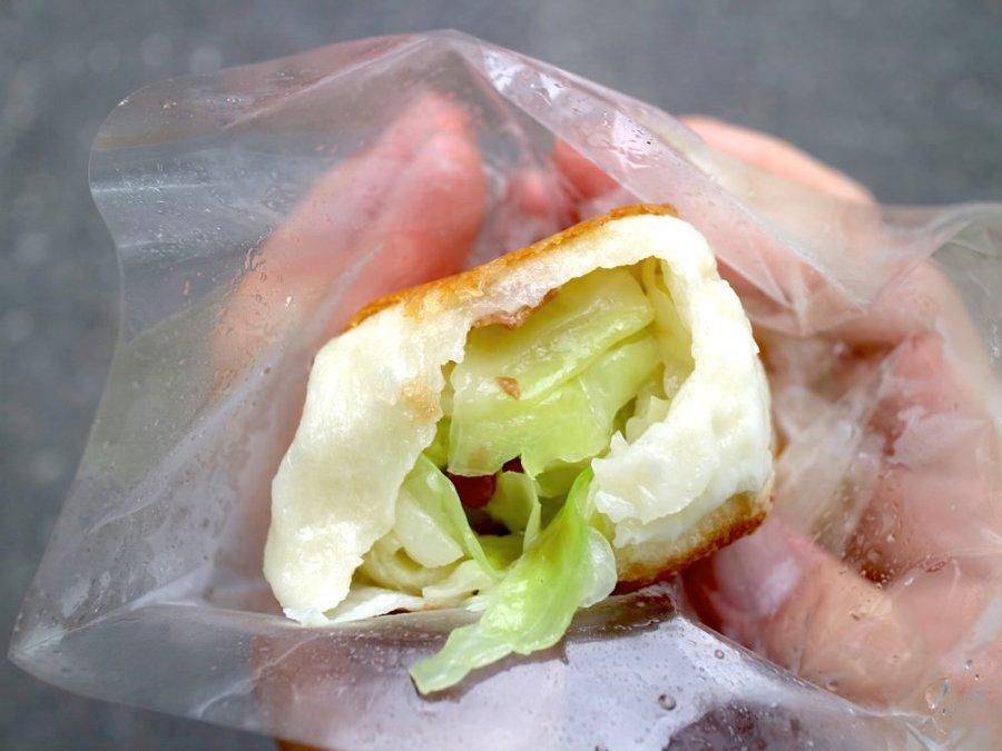 棠口純豆漿、水煎包:台南最有個性的人氣高麗菜水煎包/不准挑摸嫌、不提供醬油膏,單吃原味最讚/每日限量.只賣四小時