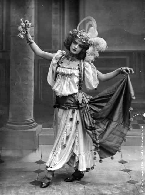 Cabaret artist Blanche Vaudon in costume