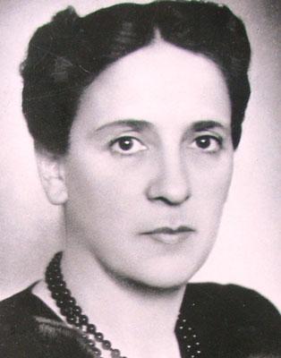 10 femei celebre din Romania, Prima femeie ministru din Romania
