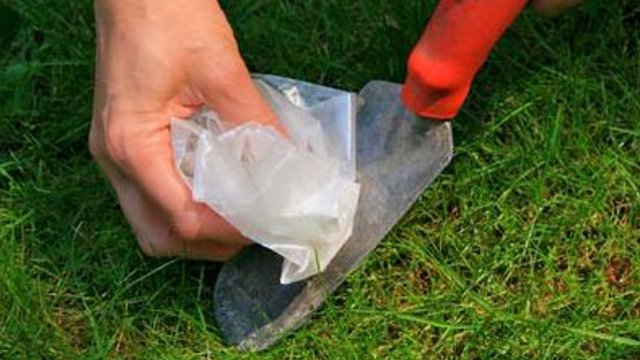 Clean Garden Tools with Wax Paper
