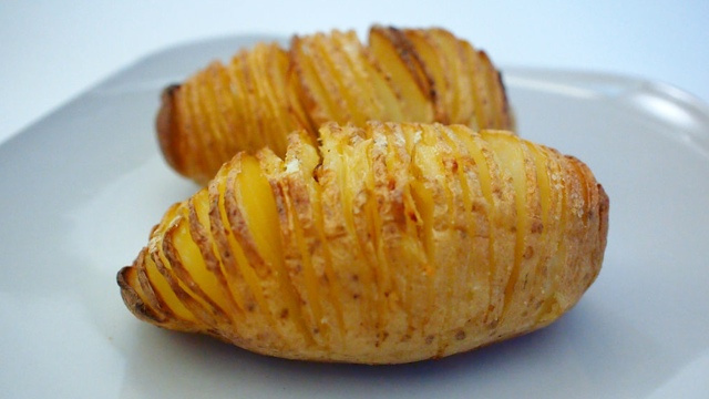 Slice Potatoes Before Baking For Uniquely Crispy Edges
