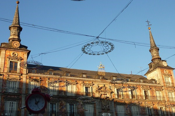 Red Alarm Clock - Plaza Mayor