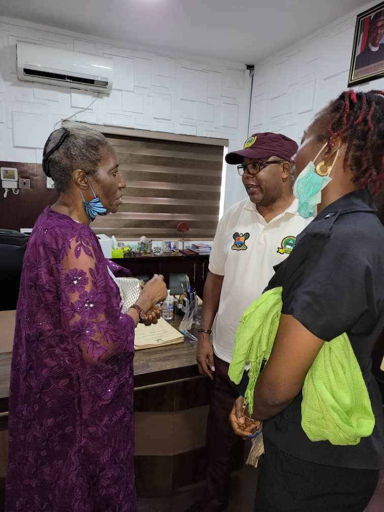 LASTMA Refunds Money to Lady Who Was Extorted By Police in Lagos (Photos) 3