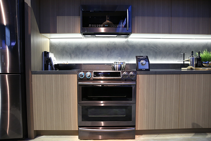Photo Essay A Stylish New Look In Home Appliances Black Stainless Samsung Global Newsroom