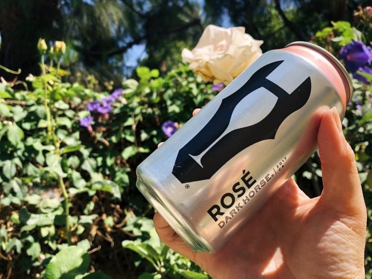 California Dark Horse Rosé 2017 》2017 年加州粉紅酒包裝是鋁罐?!?