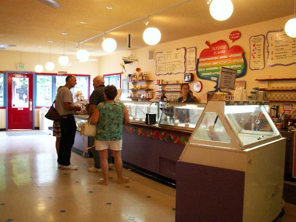 1000 Images About Ice Cream Shop Interior On Pinterest