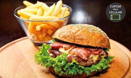 Hambúrguer + batata frita no Marujos Burguer   Bacacheri