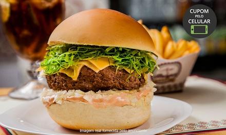 Açaí & Burger – Alto de Pinheiros: 1 ou 2 hambúrgueres  (todos do cardápio) + fritas para 1 ou 2 pessoas