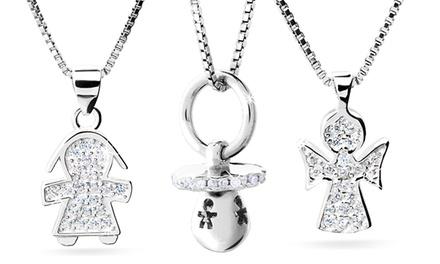 1 o 3 collane con pendente adornato da cristalli Swarovski®, biglietto coordinato e busta disponibile in 3 modelli