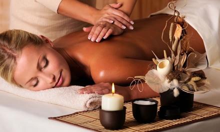3 massaggi da 30, 45 o 60 minuti a scelta da LAngolo della Bellezza (sconto fino a 83%)