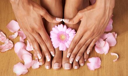 3 o 5 manicure o pedicure con smalto semipermanente al cetro Naike Nails e Non Solo (sconto fino a 85%)